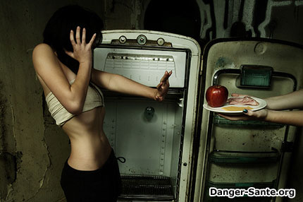 femme anorexique avec son repas