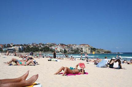 photo bronzage plage avec du soleil